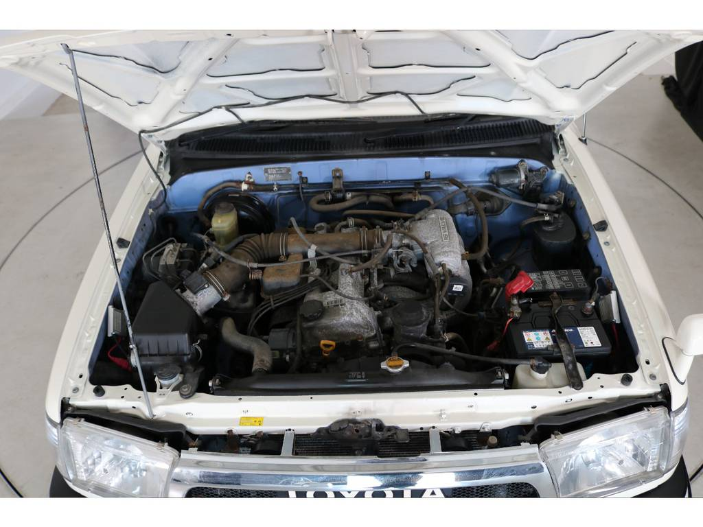 店舗敷地内に工場完備ですので車検から整備までお任せください。 | トヨタ ハイラックスサーフ 2.7 SSR-X ワイドボディ 4WD ニューペイント ペッパーホワイト