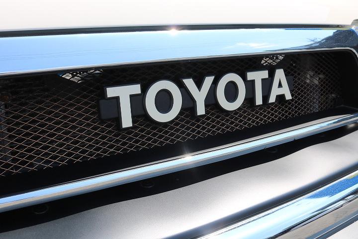 FLEX千葉北店オリジナルTOYOTAグリル付き!   トヨタ ハイラックスサーフ 2.7 SSR-X ワイドボディ 4WD