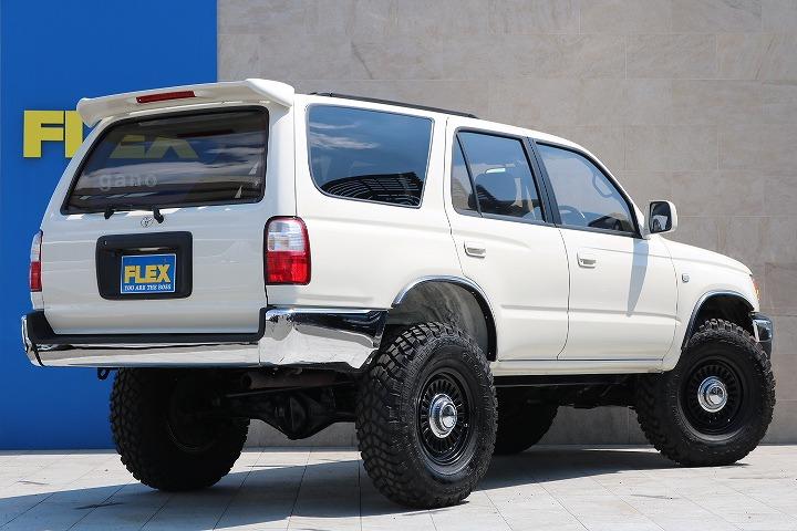 広々したインパネに大きなFガラスで運転視界もグッド!   トヨタ ハイラックスサーフ 2.7 SSR-X ワイドボディ 4WD