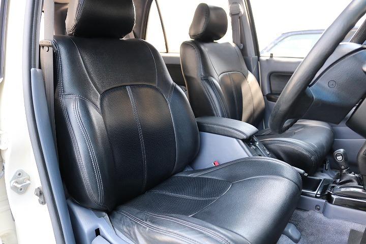 柔らかめなファブリックシート!座り心地もグッド!シートカバーも装着済み!   トヨタ ハイラックスサーフ 2.7 SSR-X ワイドボディ 4WD
