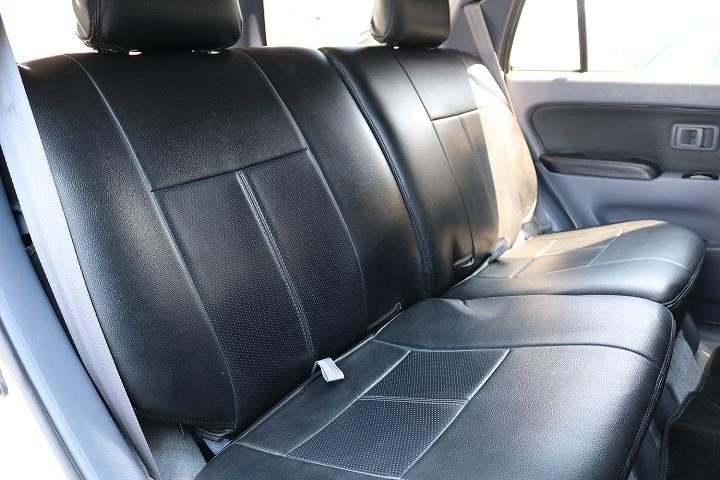 広々したセカンドシート!チャイルドシートも装着可能です!   トヨタ ハイラックスサーフ 2.7 SSR-X ワイドボディ 4WD