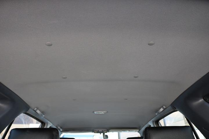 広々した天井!大きなキズやへたりも無く天張りもグッドコンディション!   トヨタ ハイラックスサーフ 2.7 SSR-X ワイドボディ 4WD