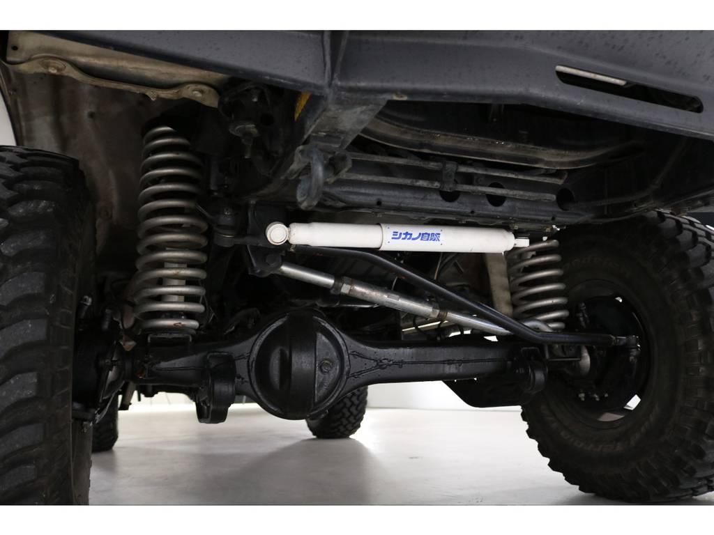 ステリングダンパーやダブルカルダン・リーディングダウンブラケットなど足回りはキッチリ作ってあります! | トヨタ ランドクルーザー80 4.5 VX 4WD 5速MT OPデフロック