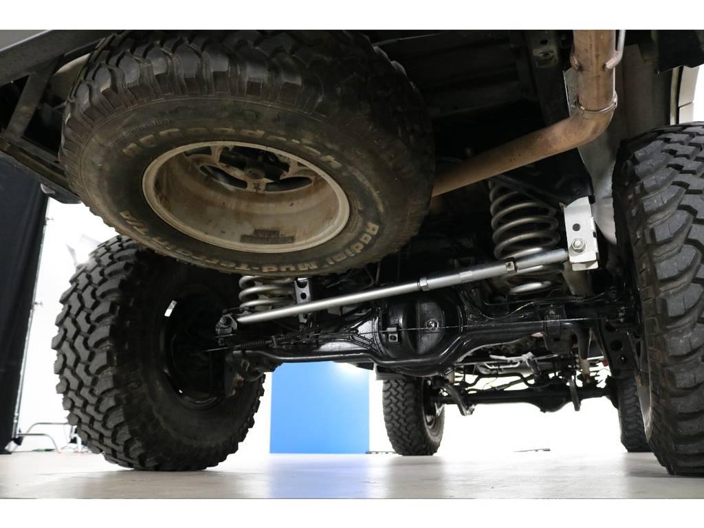 リアはリアラテラルロッドダウンブラケットなども入っており走行性も良好です! | トヨタ ランドクルーザー80 4.5 VX 4WD 5速MT OPデフロック