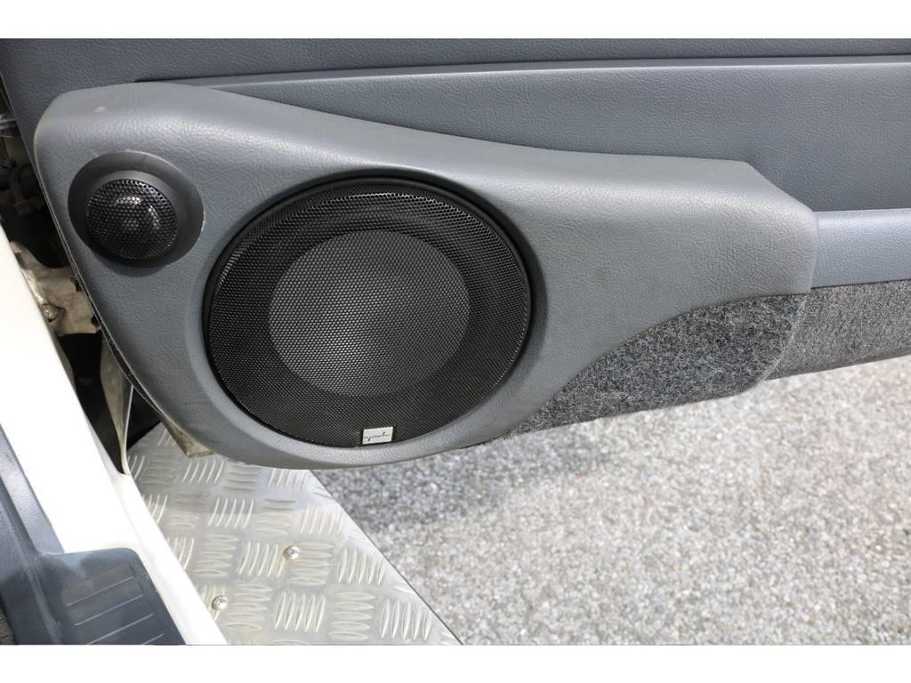 フロントドアはバッフルをワンオフで作りスピーカーが入っていますのでいい音を奏でます! | トヨタ ランドクルーザー80 4.5 VX 4WD 5速MT OPデフロック