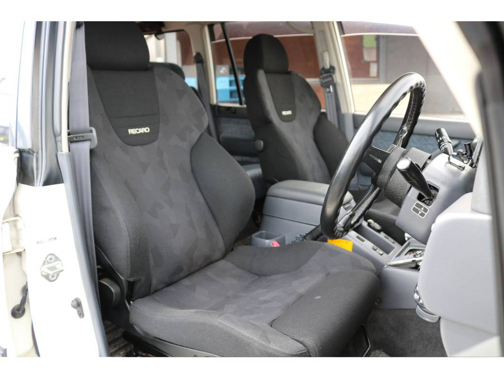 レカロシートも破れや大きな汚れも無くGOODコンディションです! | トヨタ ランドクルーザー80 4.5 VX 4WD 5速MT OPデフロック