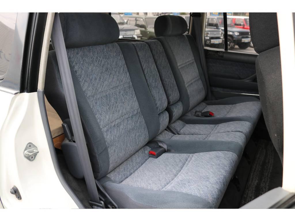 セカンドシートも使用感が少なくGOODコンディションです! | トヨタ ランドクルーザー80 4.5 VX 4WD 5速MT OPデフロック