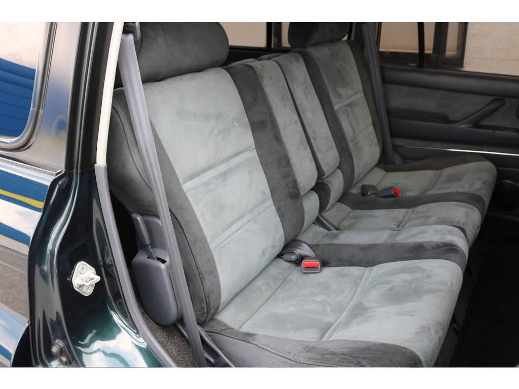 擦れなども少なくセカンドシートの状態もグッドコンディションです!   トヨタ ランドクルーザー80 4.5 VXリミテッド 4WD 5インチUP クロカン仕様