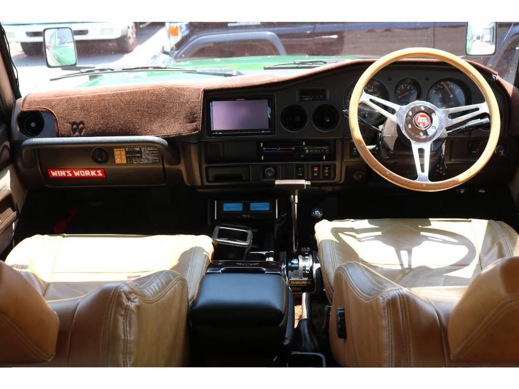 茶色で統一されたおしゃれなインパネ廻り!ダッシュボードマットも付いてます! | トヨタ ランドクルーザー60 4.0 VX ロールーフ角目 4WD ロールーフ オートマ SDナビ