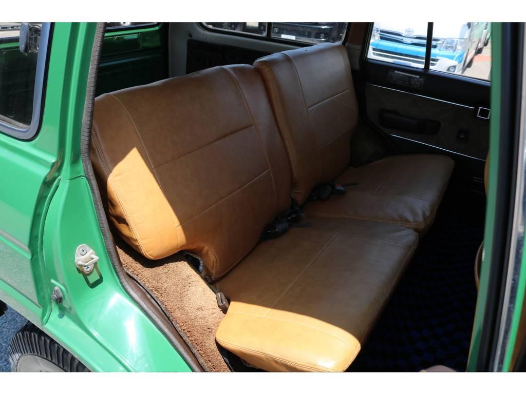 セカンドシートもカバー付き!カバーの状態も良好です! | トヨタ ランドクルーザー60 4.0 VX ロールーフ角目 4WD ロールーフ オートマ SDナビ