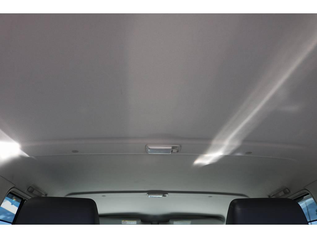 広々した天井!大きなキズやへたりも無く天張りもグッドコンディション! | トヨタ ランドクルーザー70 4.0 4WD 30thアニバーサリー