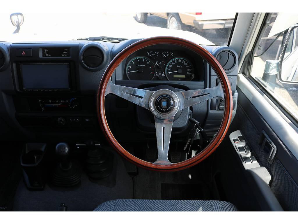 ナルディーステアリグ装備済み! | トヨタ ランドクルーザー70 4.0 4WD 30thアニバーサリー