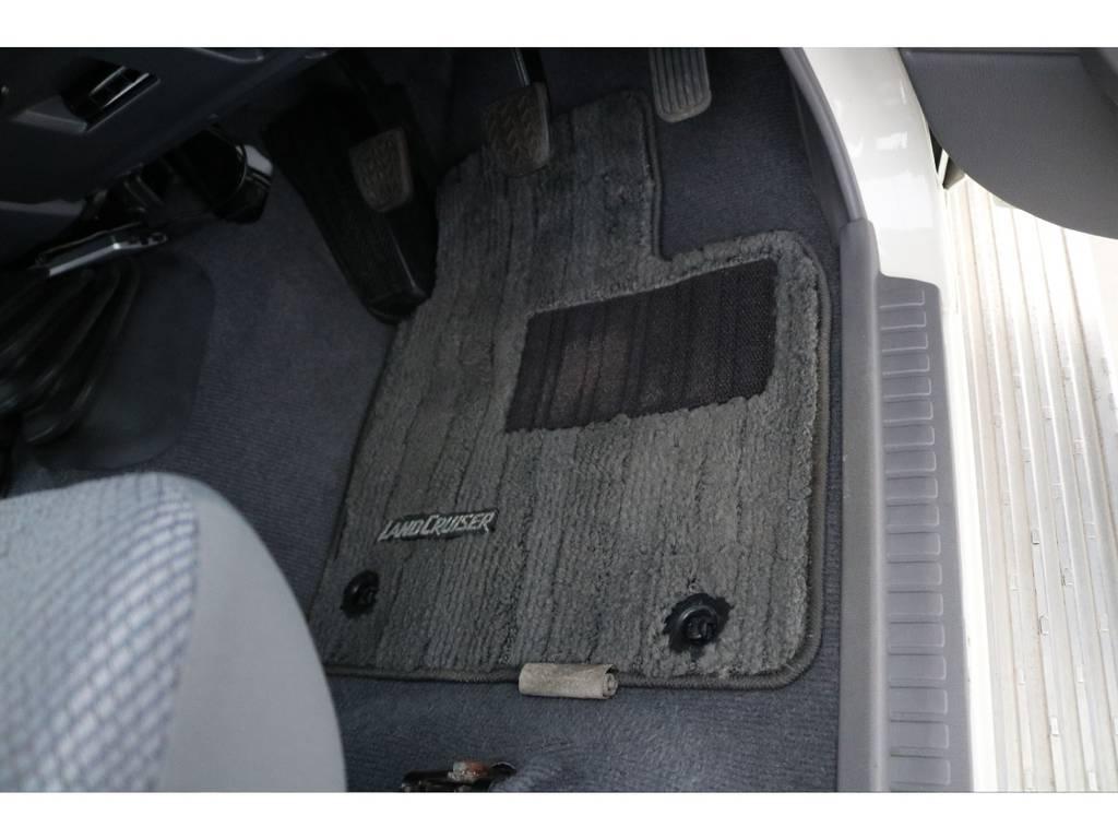 フロアマットもグッドコンディション! | トヨタ ランドクルーザー70 4.0 4WD 30thアニバーサリー