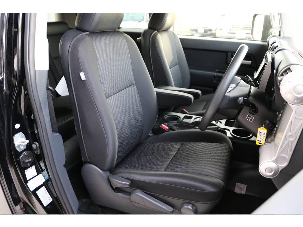 焦げ穴や大きなへたりも無く運転席の状態も良好です!撥水仕様のファブリックシートでアクティブに使えます! | トヨタ FJクルーザー 4.0 4WD SDナビ バックカメラ