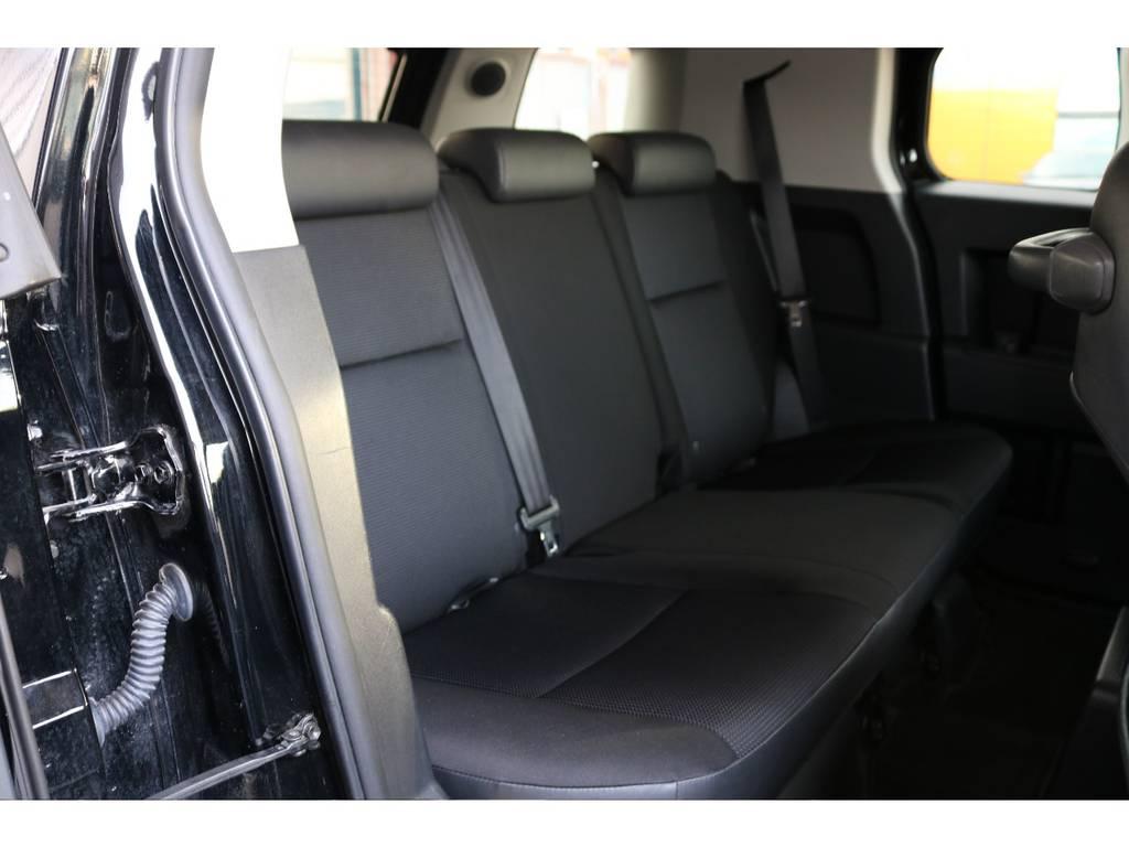 セカンドシートももちろん撥水ファブリックシート!チャイルドシートもシートベルト固定はもちろんのことISOFIXにも対応! | トヨタ FJクルーザー 4.0 4WD SDナビ バックカメラ