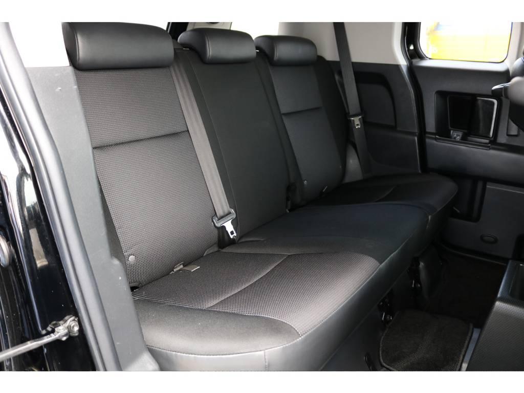 セカンドシートももちろん撥水ファブリックシート!チャイルドシートもシートベルト固定はもちろんのことISOFIXにも対応!