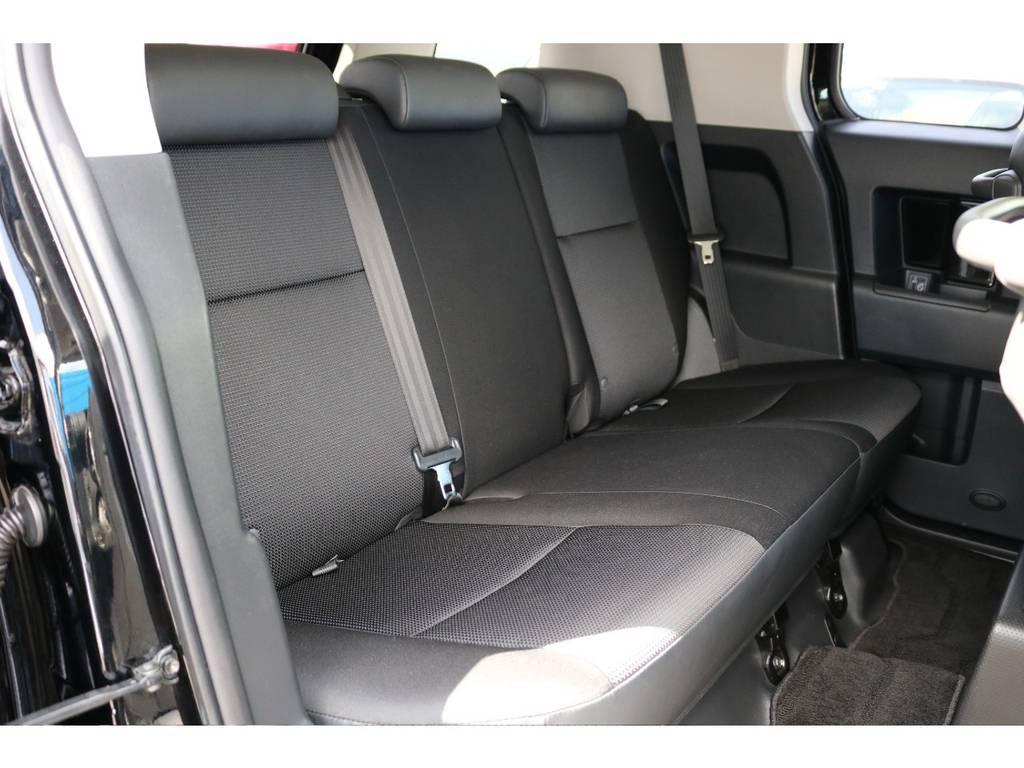 セカンドシートももちろん撥水ファブリックシート!チャイルドシートもシートベルト固定はもちろんのことISOFIXにも対応! | トヨタ FJクルーザー 4.0 カラーパッケージ 4WD 20インチAW HDDナビ