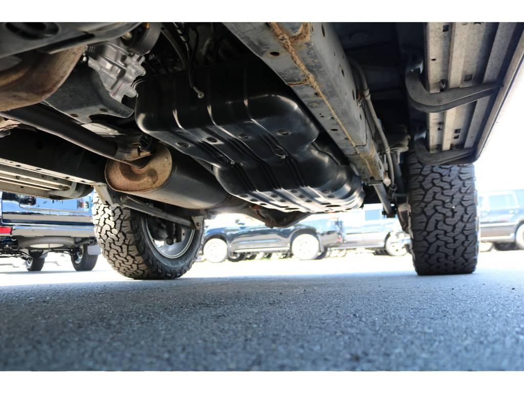 堅牢なラダーフレームに、パートタイム式4WDの組合せです!