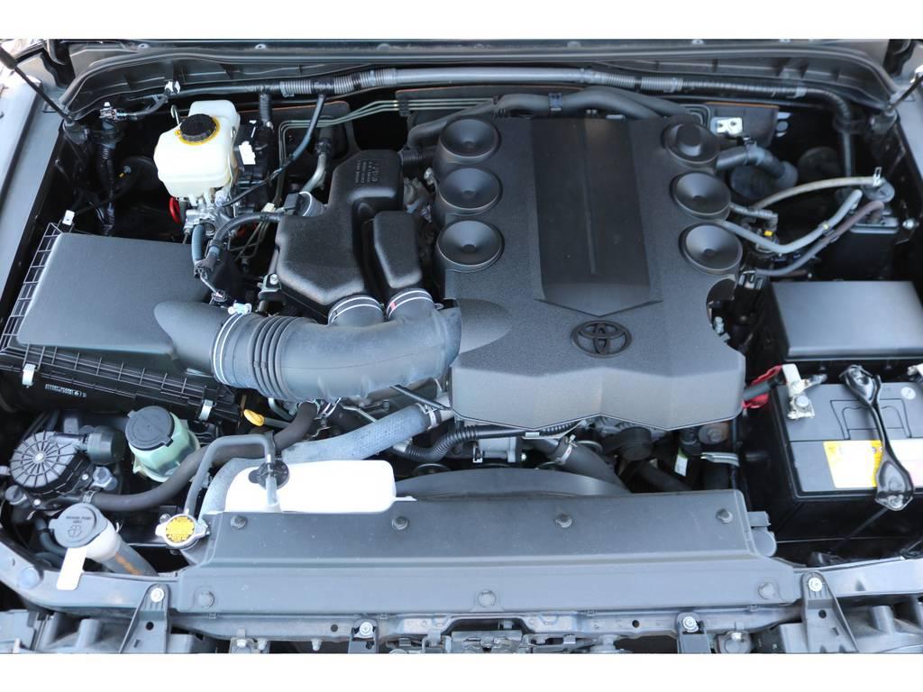 V6・4000ccのエンジンはパワフルな走りが特徴です!