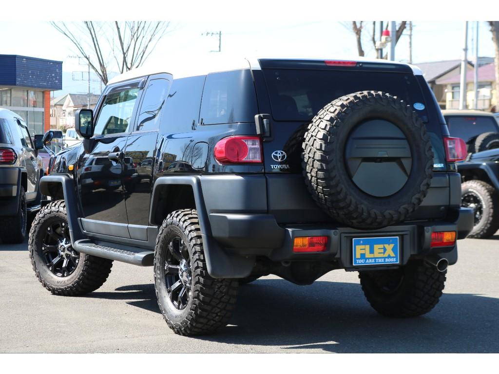 統一感あるリアビュー!背面タイヤカバーもブラックアウターパーツ化されております!