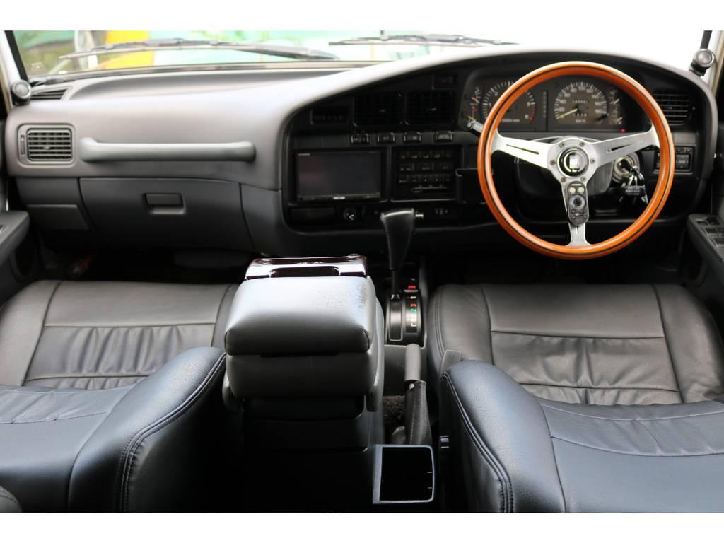 広々したインパネに大きなFガラスで運転視界もグッド! | トヨタ ランドクルーザー80 4.5 VXリミテッド 4WD 『86』60フェイスチェンジ