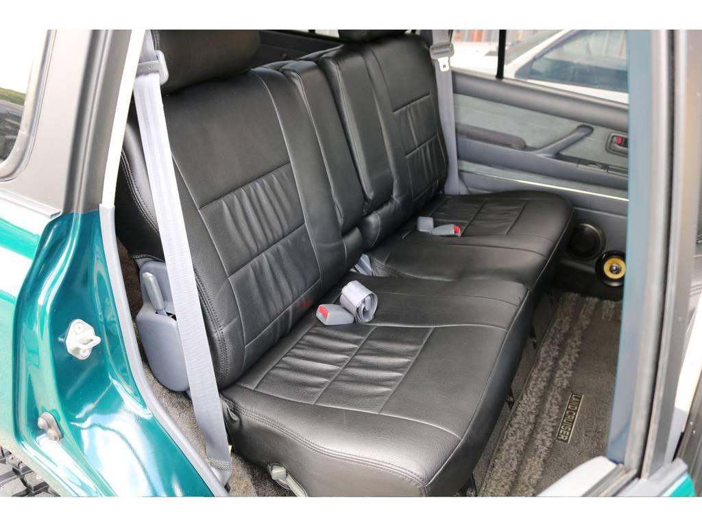 広々したセカンドシート!チャイルドシートも装着可能です! | トヨタ ランドクルーザー80 4.5 VXリミテッド 4WD 『86』60フェイスチェンジ