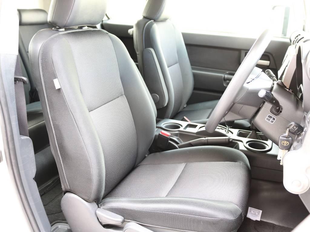 焦げ穴や大きなへたりも無く運転席の状態も良好です!撥水仕様のファブリックシートでアクティブに使えます! | トヨタ FJクルーザー 4.0 4WD 新品20インチAW SDナビ