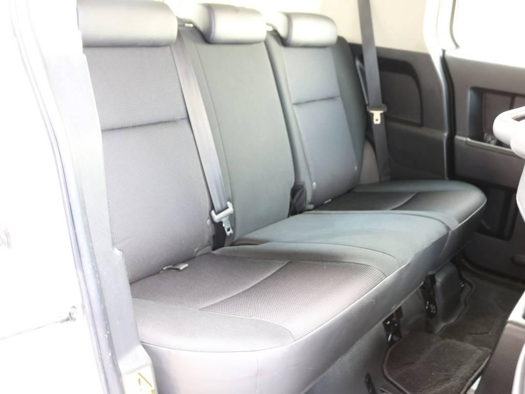 セカンドシートももちろん撥水ファブリックシート!チャイルドシートもシートベルト固定はもちろんのことISOFIXにも対応! | トヨタ FJクルーザー 4.0 4WD 新品20インチAW SDナビ