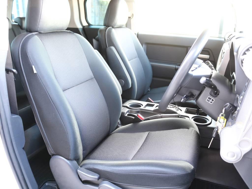 焦げ穴や大きなへたりも無く運転席の状態も良好です!撥水仕様のファブリックシートでアクティブに使えます! | トヨタ FJクルーザー 4.0 4WD 4インチUP SDナビ