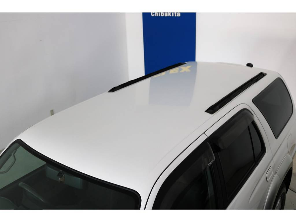 ルーフに大きな凹みなども見受けられずグッドコンディション! | トヨタ ハイラックスサーフ 2.7 SSR-X 4WD LEDテール