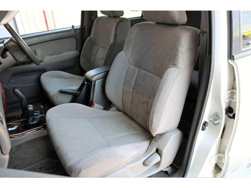 セカンドシートにもヤレは無くグッドコンディション! | トヨタ ハイラックスサーフ 2.7 SSR-X 4WD LEDテール