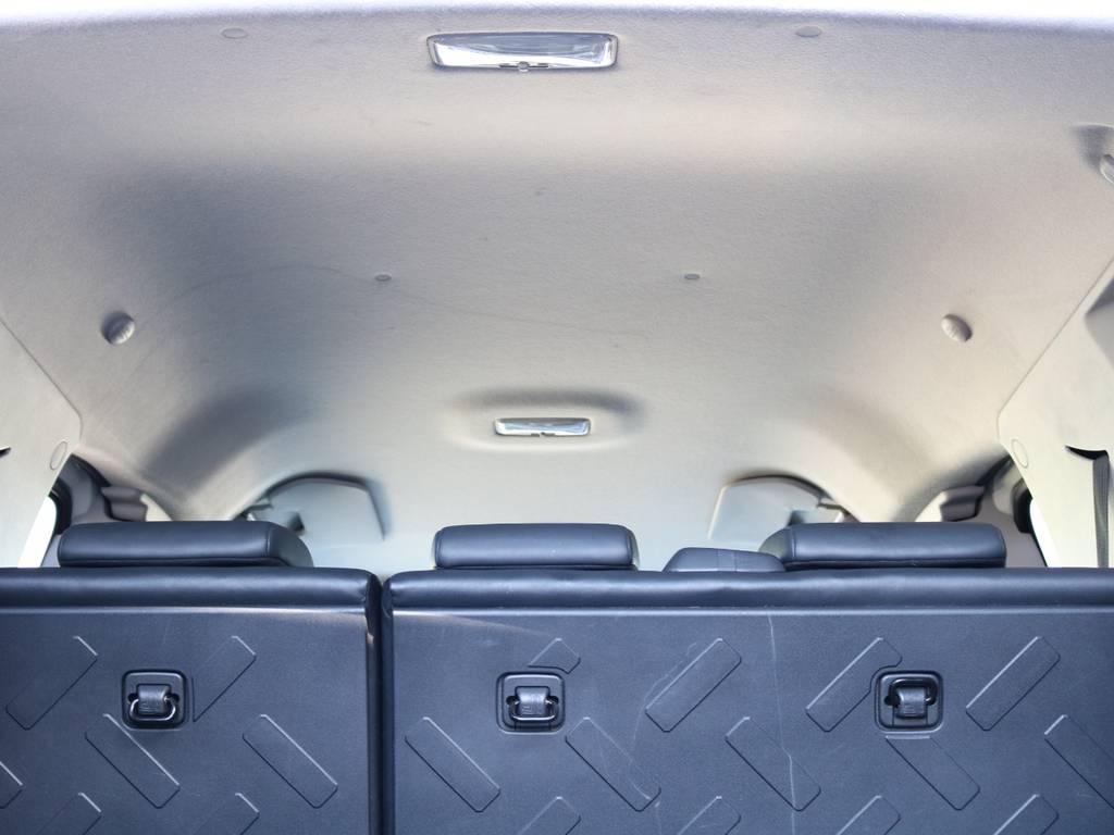 焦げ穴や大きなキズも無く天張りの状態も良好です!フリップダウンモニターの取り付け事例もございます。 | トヨタ FJクルーザー 4.0 4WD 2インチUP 4本出しマフラー