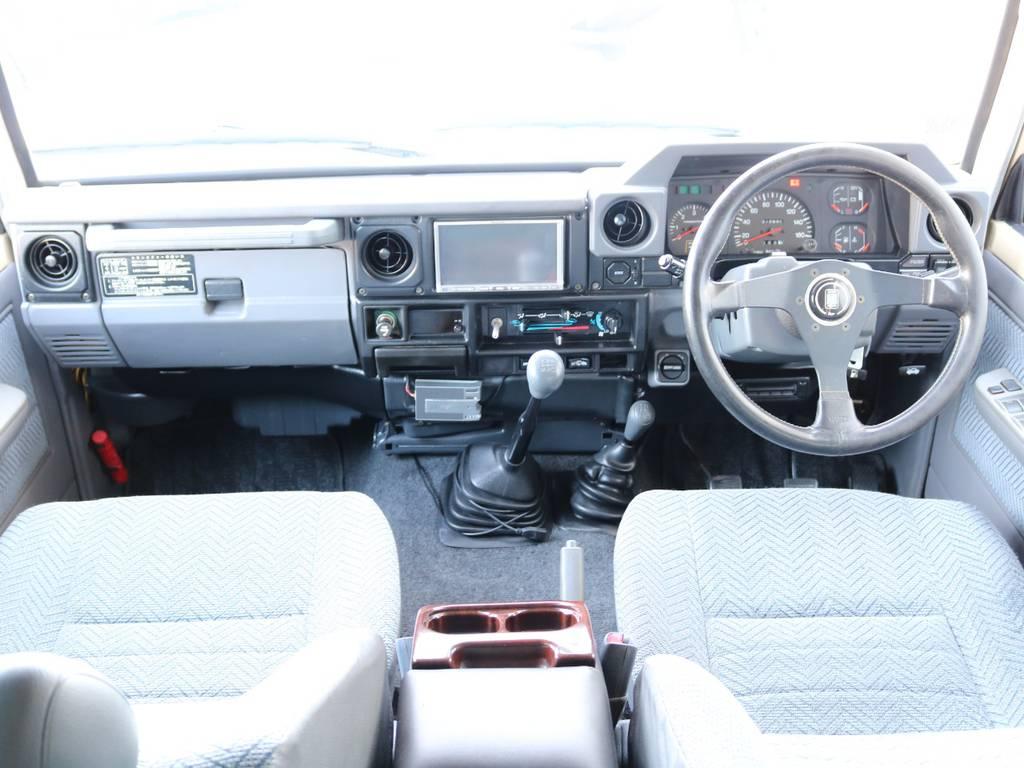 広々したインパネに大きなFガラスで運転視界もグッド!   トヨタ ランドクルーザー70 4.2 LX ディーゼル 4WD NOX・PM法適合車 76フェイス