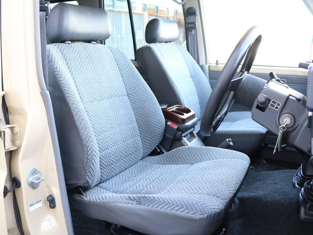 柔らかめなファブリックシート!座り心地もグッド!大きなダメージも無くグッドコンディション!   トヨタ ランドクルーザー70 4.2 LX ディーゼル 4WD NOX・PM法適合車 76フェイス
