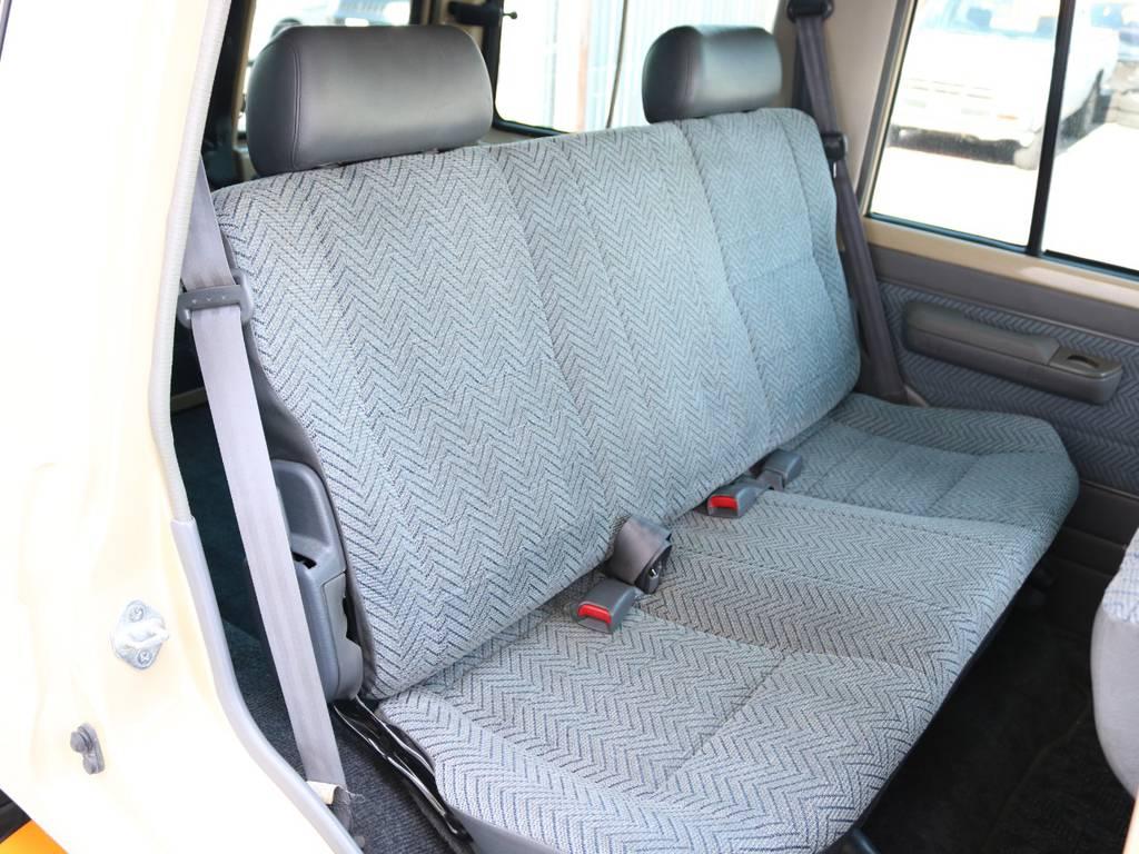 広々したセカンドシート!チャイルドシートも装着可能です!   トヨタ ランドクルーザー70 4.2 LX ディーゼル 4WD NOX・PM法適合車 76フェイス