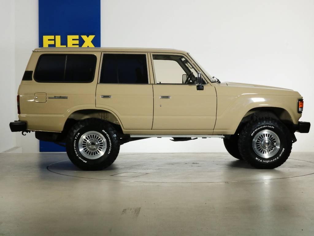 全国最大規模の店舗敷地内に在庫台数100台以上!ご希望に合った1台を探しにいらしてください。 | トヨタ ランドクルーザー60 4.0 VX ハイルーフ 4WD ロールーフ 丸目 カルフォルニアAW