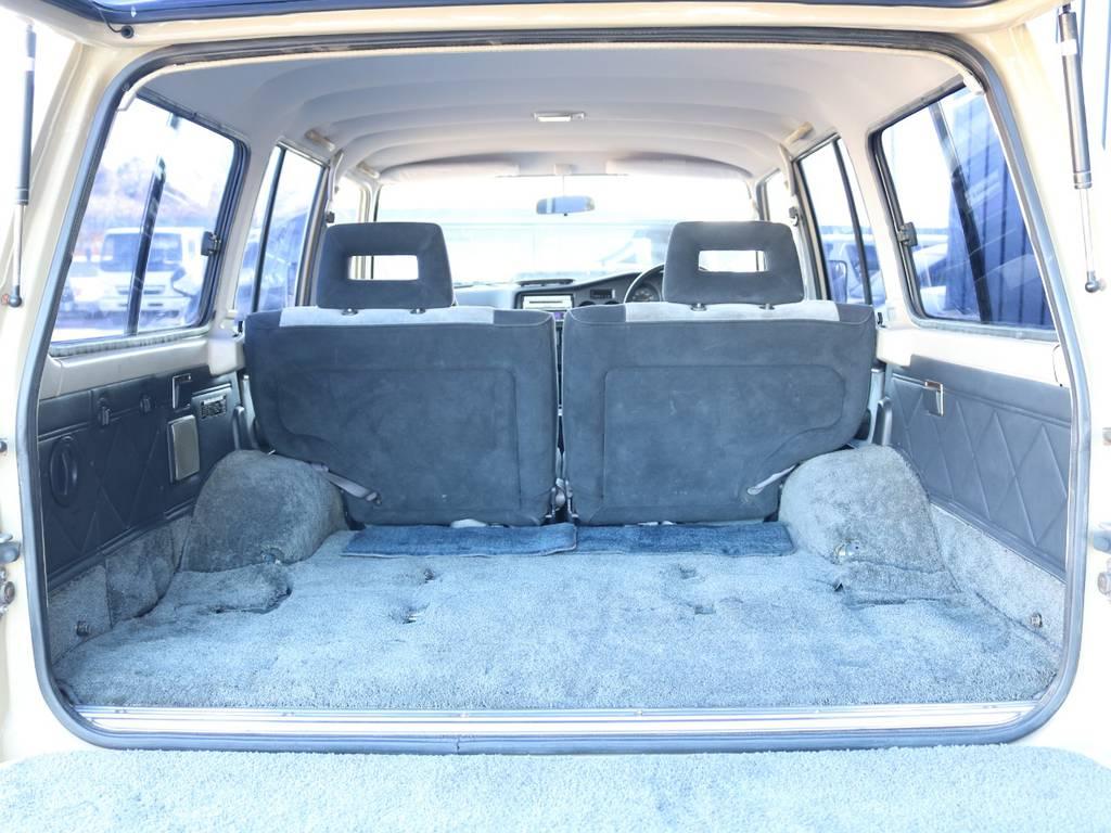 広々したラゲッジルーム!大容量でキャンプ用品なども沢山収容できます! | トヨタ ランドクルーザー60 4.0 VX ハイルーフ 4WD ロールーフ 丸目 カルフォルニアAW