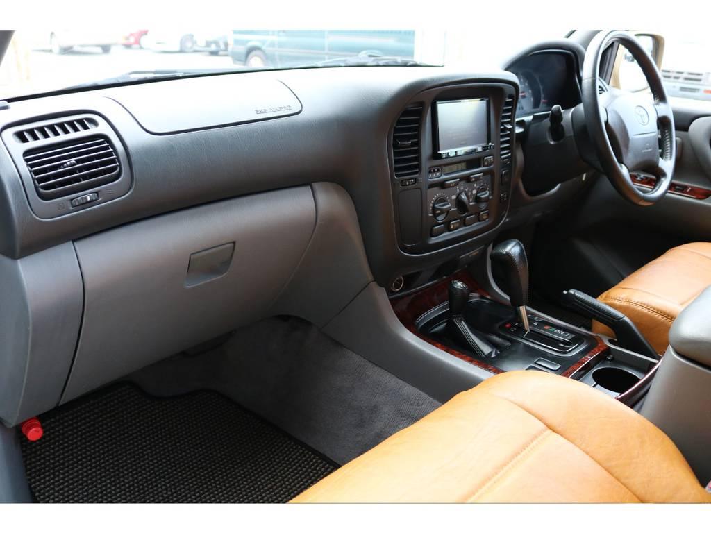 目立った汚れ割れもなく綺麗に保たれております☆ | トヨタ ランドクルーザー100 4.7 VXリミテッド 4WD Renoca106 フルセグナビ