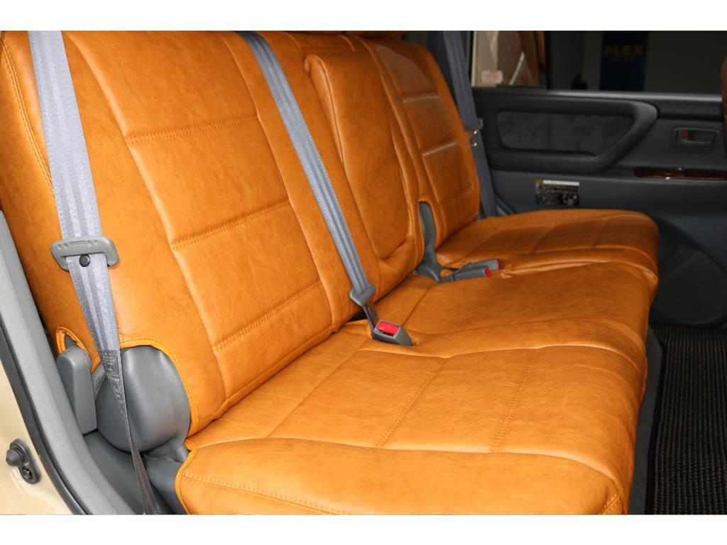 後部座席は大人もくつろげるスペースが御座います☆ | トヨタ ランドクルーザー100 4.7 VXリミテッド 4WD Renoca106 フルセグナビ
