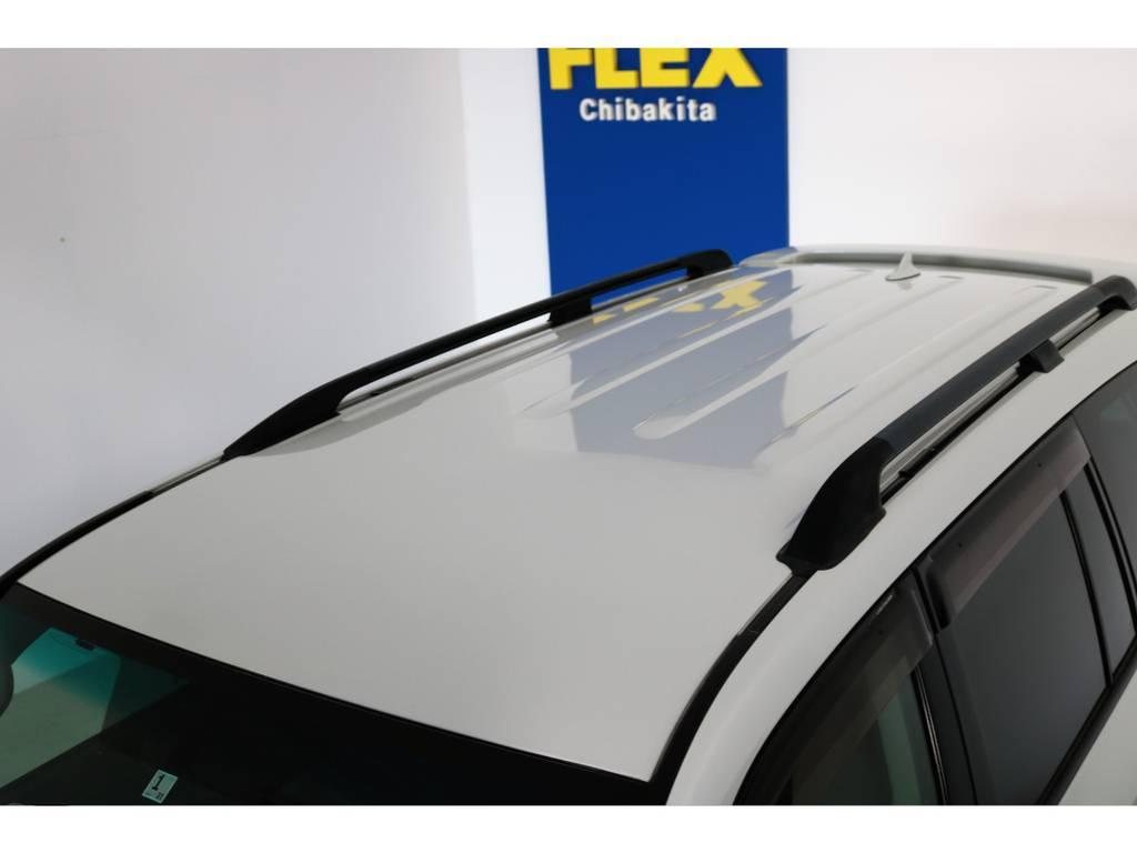 ルーフに大きな凹みなども見受けられずグッドコンディション! | トヨタ ランドクルーザー200 4.7 AX 4WD マルチ フロントサイドバックカメラ