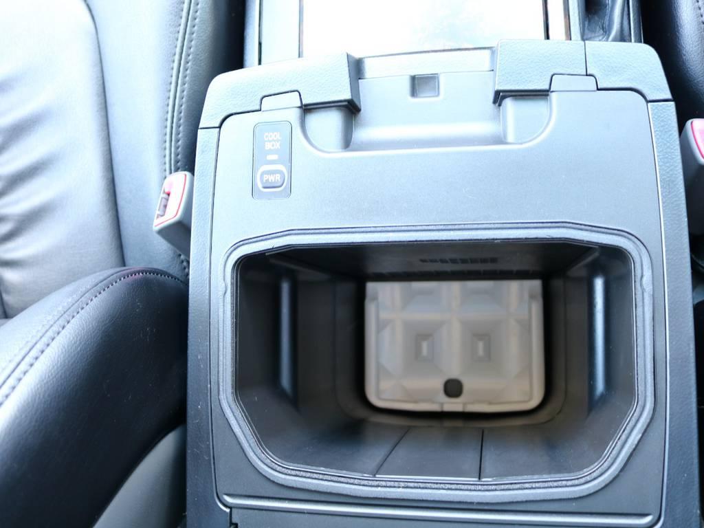 夏場に嬉しいクーラーBOX | トヨタ ランドクルーザー200 4.7 AX 4WD マルチ フロントサイドバックカメラ