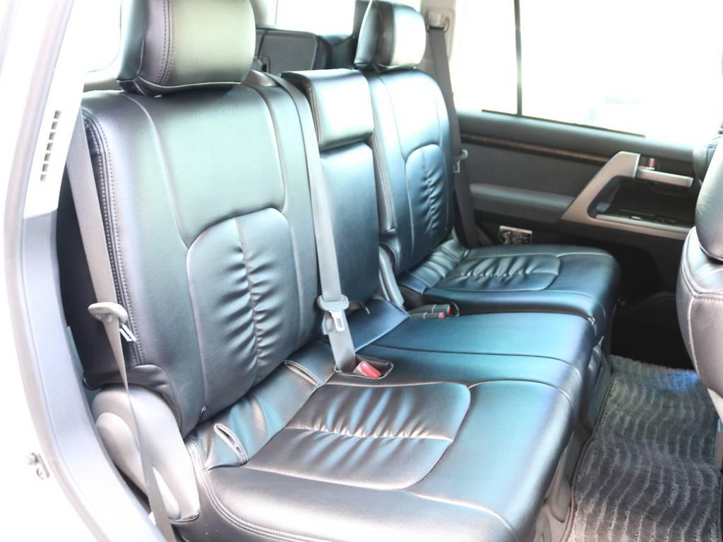 広々したセカンドシート!チャイルドシートも装着可能です! | トヨタ ランドクルーザー200 4.7 AX 4WD マルチ フロントサイドバックカメラ