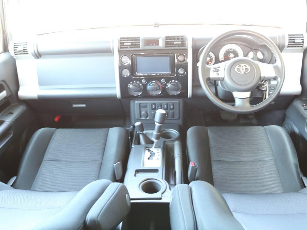 おしゃれなインパネ廻りで人気があるFJクルーザー!ボディカラーと同一色でおしゃれです! | トヨタ FJクルーザー 4.0 ブラックカラーパッケージ 4WD SDナビ 純正ルーフラック