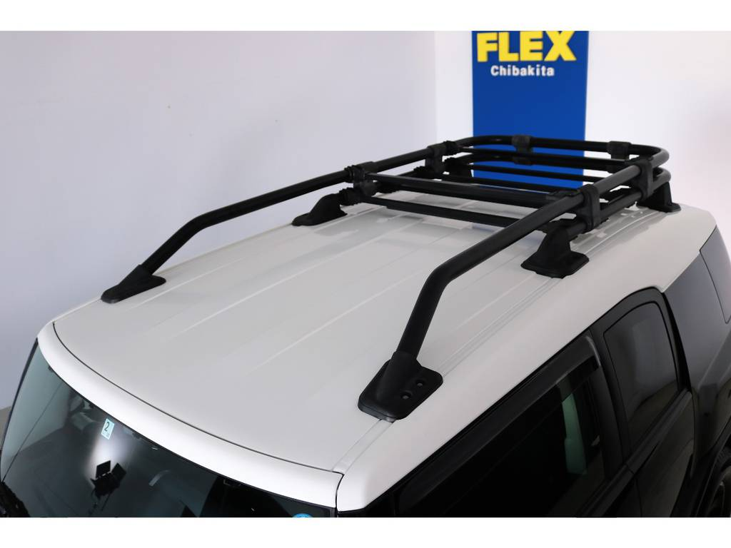 塗装焼けも無くルーフの状態も良好です!各種ルーフラック等もご相談ください。 | トヨタ FJクルーザー 4.0 ブラックカラーパッケージ 4WD SDナビ 純正ルーフラック