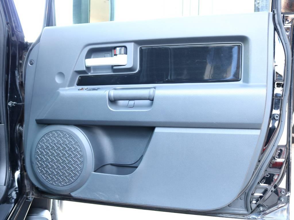 ボディ同色インパネの状態も良好です! | トヨタ FJクルーザー 4.0 ブラックカラーパッケージ 4WD SDナビ 純正ルーフラック