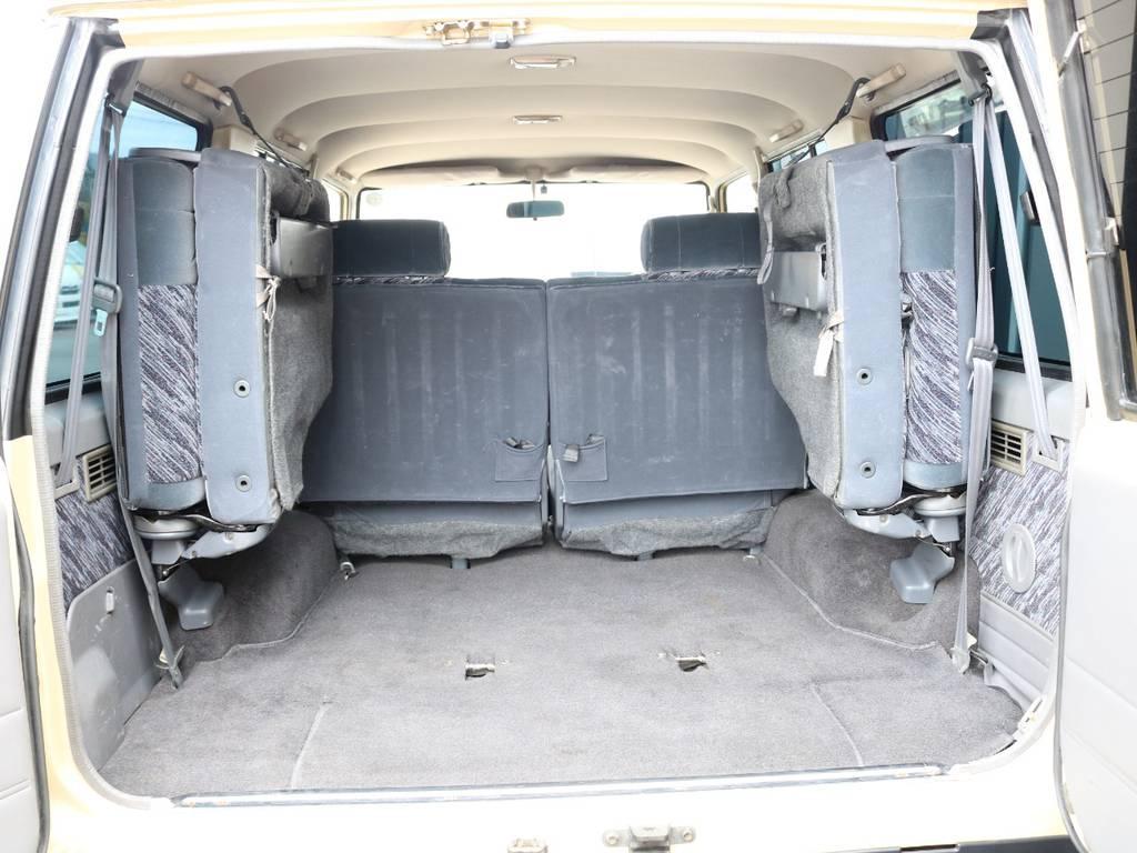 広々したラゲッジルーム!大容量でキャンプ用品なども沢山収容できます!