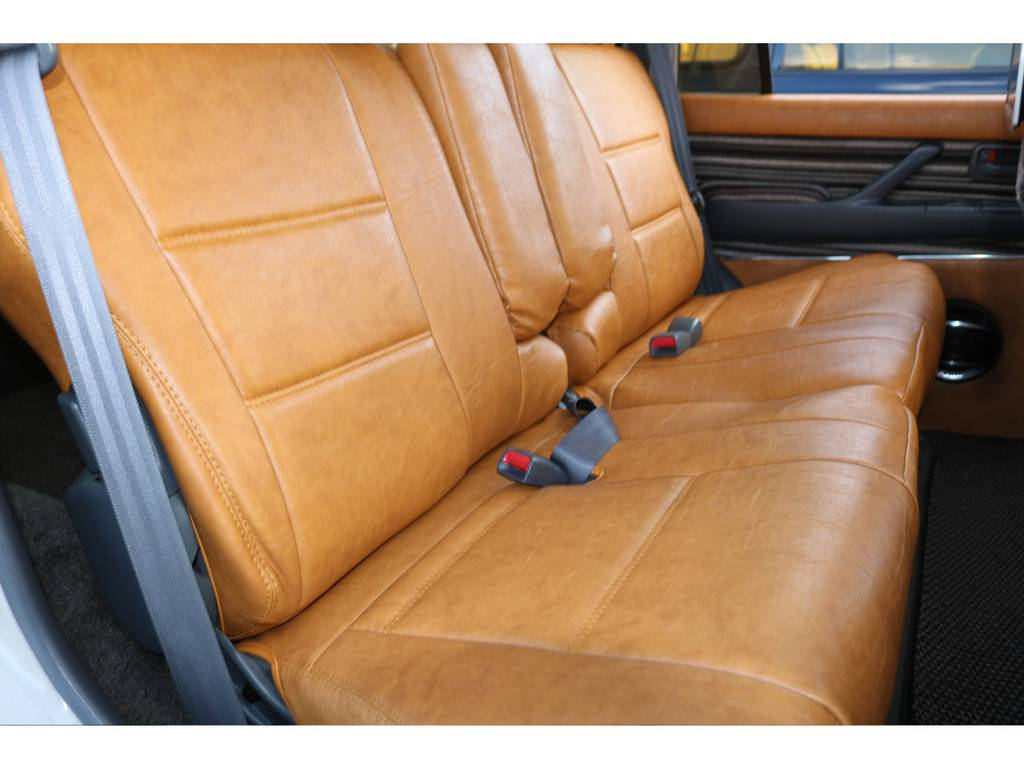 シートカバーを付けるだけで内装の雰囲気がガラッと変わります☆