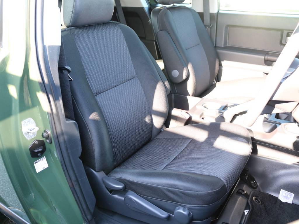 焦げ穴や大きなへたりも無く運転席の状態も良好です!撥水仕様のファブリックシートでアクティブに使えます! | トヨタ FJクルーザー 4.0 カラーパッケージ 4WD SDナビ バックカメラ