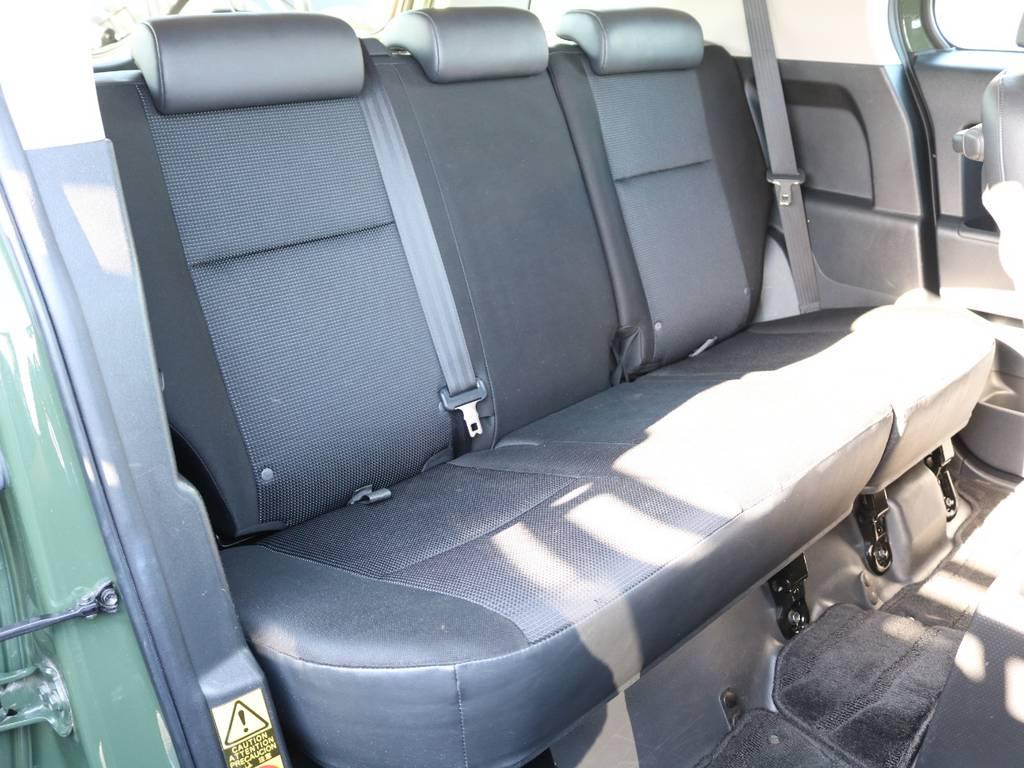 セカンドシートももちろん撥水ファブリックシート!チャイルドシートもシートベルト固定はもちろんのことISOFIXにも対応! | トヨタ FJクルーザー 4.0 カラーパッケージ 4WD SDナビ バックカメラ