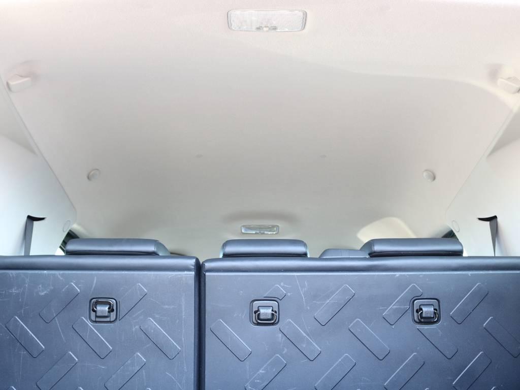 焦げ穴や大きなキズも無く天張りの状態も良好です!フリップダウンモニターの取り付け事例もございます。 | トヨタ FJクルーザー 4.0 カラーパッケージ 4WD SDナビ バックカメラ
